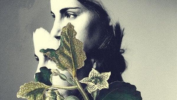 en kvinne med en plante