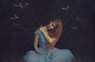 Kvinne med sommerfugler opplever fraværet av en kjær person
