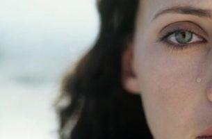 Kvinne i møte med smertefulle opplevelser