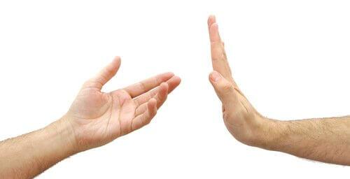 Hånd sier nei: Å tenke på deg selv er ikke egoistisk.