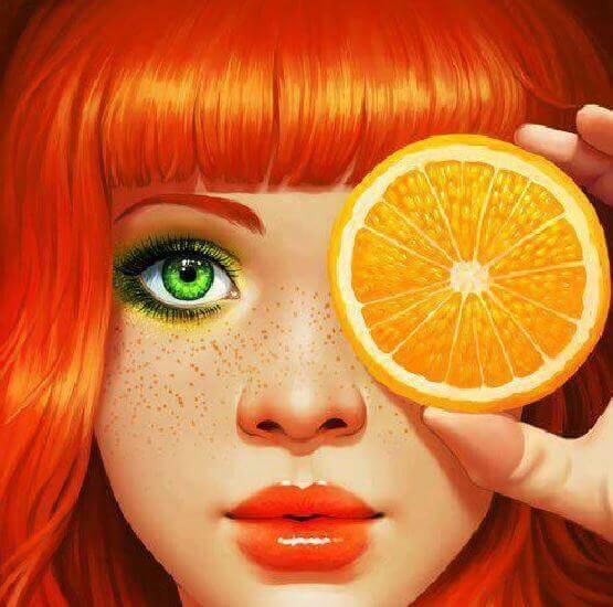 Jente med oransje hår