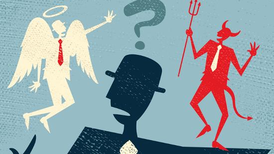 Engel og djevel på skuldrene til en forvirret mann