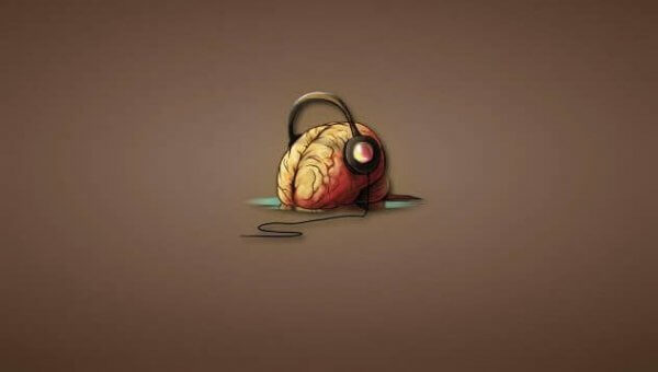 Hjerne med hodetelefoner
