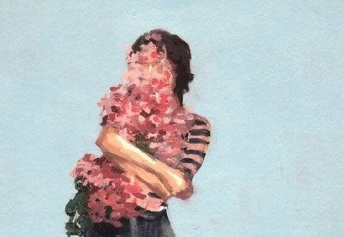 blomster som dekker en kvinne