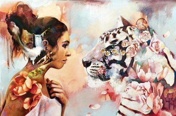 En kvinne stirrer i øynene til en tiger
