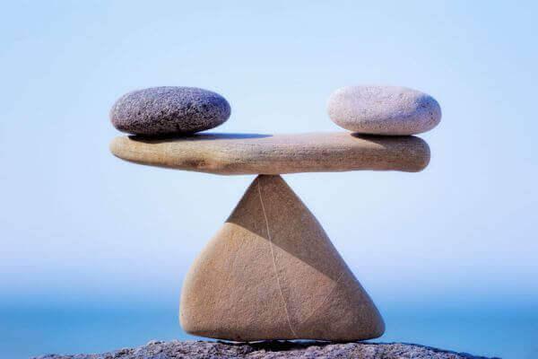 Steiner balansert på hverandre