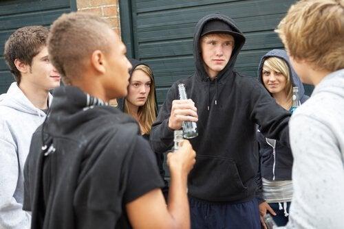 Tenåringer drikker