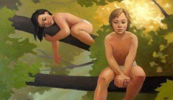 To barn sitter i et tre