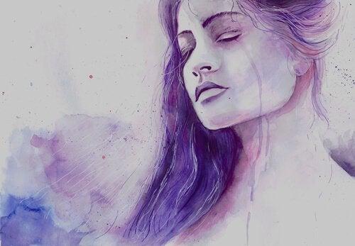 En lilla kvinne med øynene lukket.