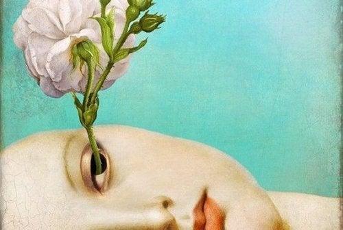 En blomst vokser ut av noens øye