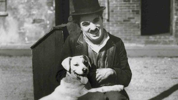 Charlie Chaplin med en hund
