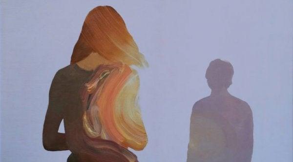mann foran kvinne