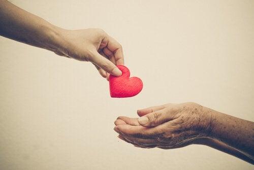 hånd gir hjerte
