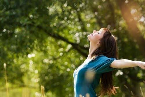 En kvinne som nyter naturen: mange intelligenser