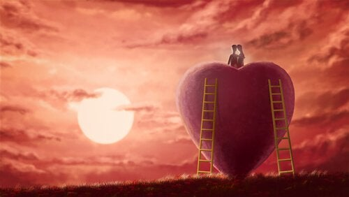 Par som sitter på et hjerte ved solnedgang