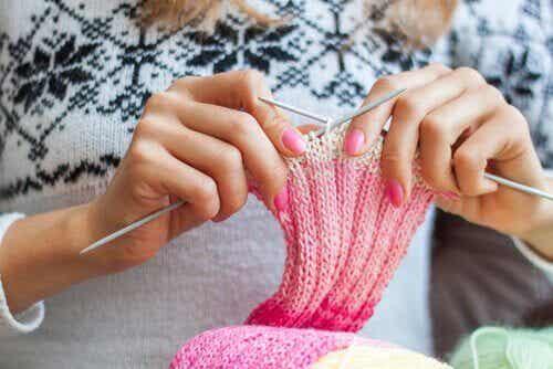 5 grunner til at strikking er bra for følelsene dine