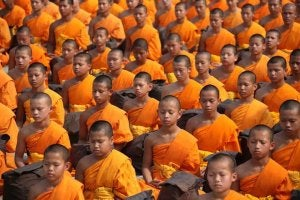 En gruppe med buddhist barn
