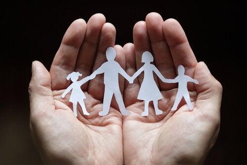 Familie laget av papir