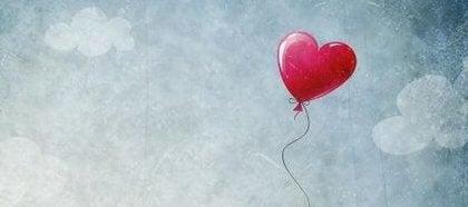 Hjerteballong i luften