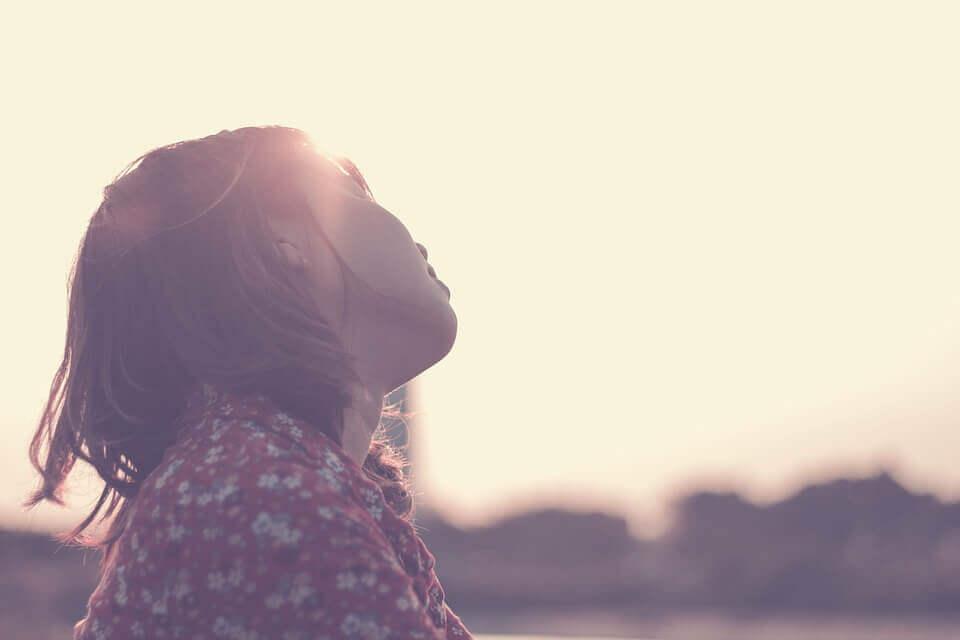 jente i solen