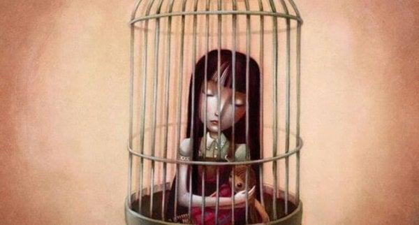 Jente i bur
