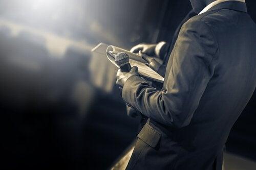 4 råd for å overkomme sceneskrekk