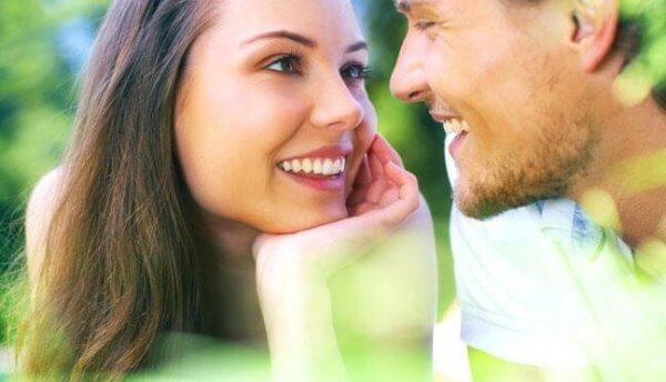 Et par kan bruke øynene til å uttrykke kjærlighet