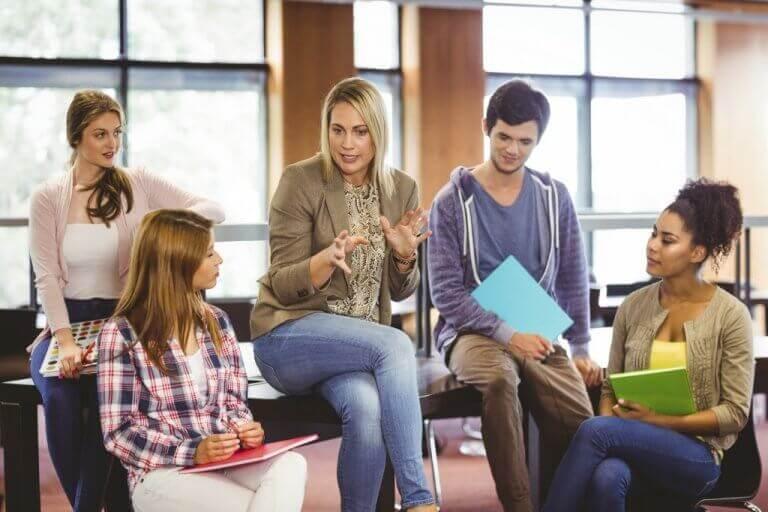 pedagogisk psykolog og studenter.