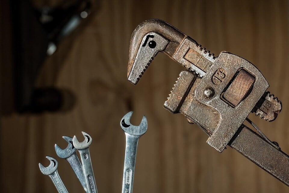 sosial makt illustrert med verktøy