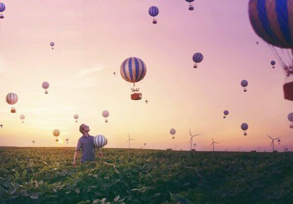 Mann med luftballonger