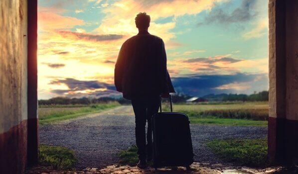 Mann med koffert