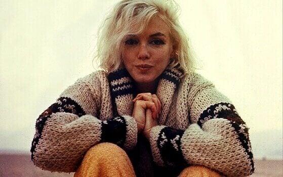 Marilyn Monroe i strikket genser