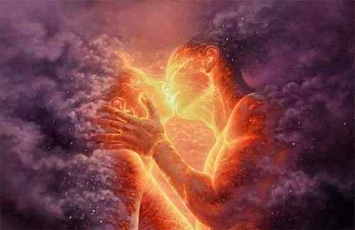 Par i flammer kysser