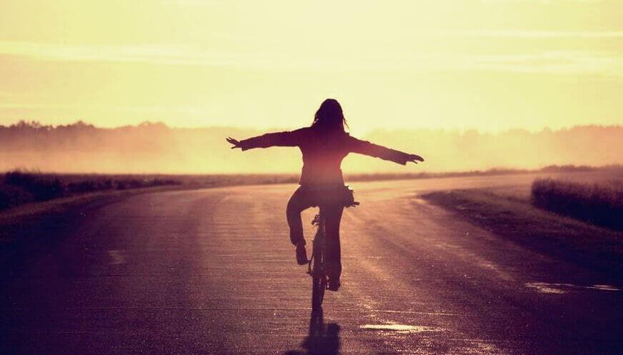 kvinne sykkel