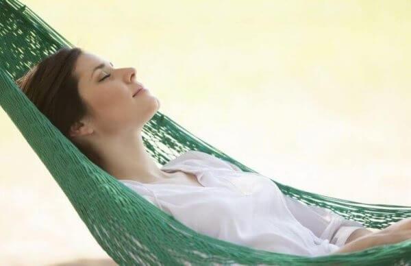 Kvinne hviler