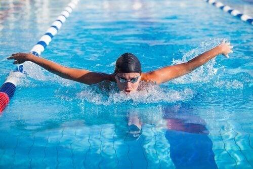 Her er fem psykiske fordeler med svømming