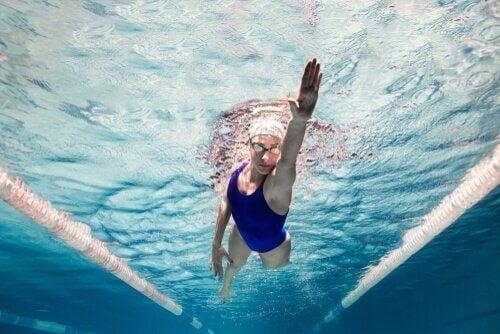 svømming kvinne