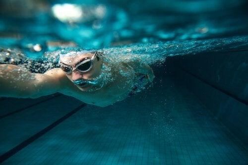 svømming mann