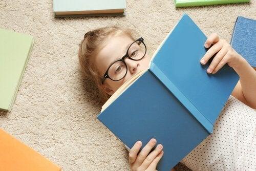 Barn studerer