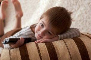Hvorfor ser barn på den samme filmen igjen og igjen