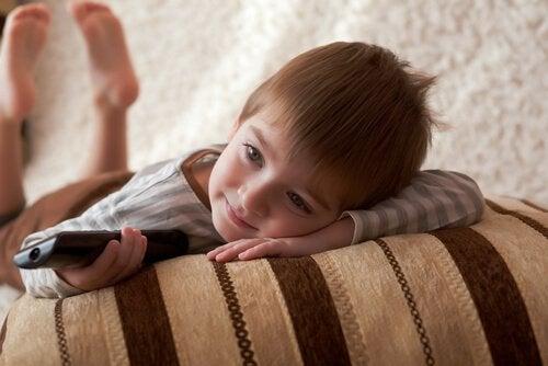 Hvorfor ser barn på den samme filmen igjen og igjen?