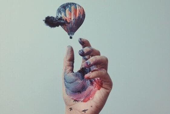 hånd og ballong