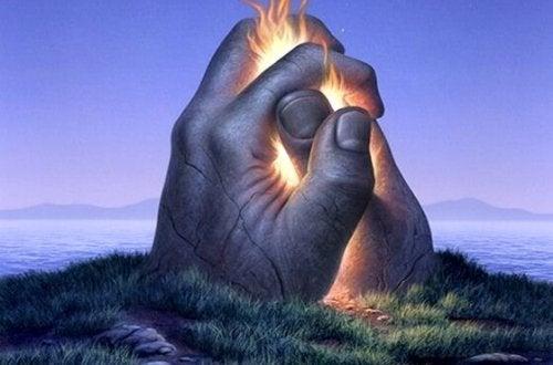 hender i stein lyser opp