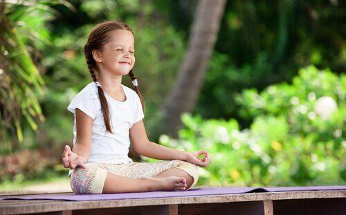 Meditasjon hos barn: å dyrke vår interne hage ved tidlig alder