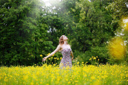 kvinne i eng