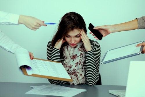 Hva er mobbing eller trakassering på arbeidsplassen?