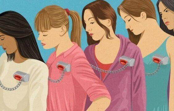 kvinner-lenket-sammen