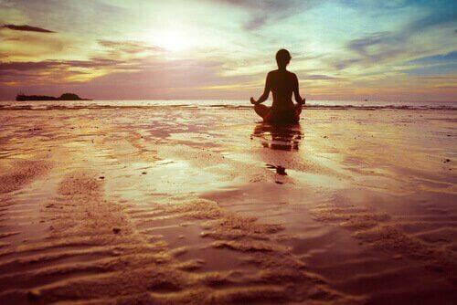 Mannen mediterer