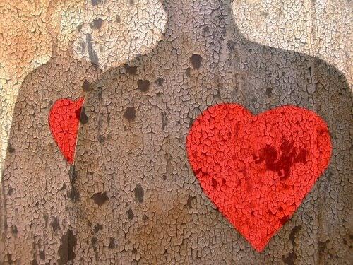 menneskefigur med hjerte