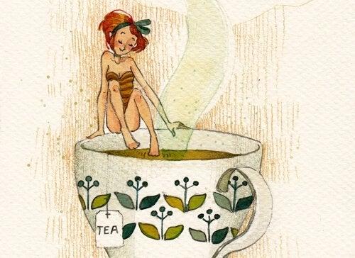 Kvinne skal bade i te